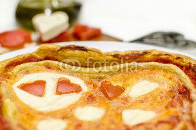#Pizza #SanValentino #cuore di pomodoro @retweet_anyone