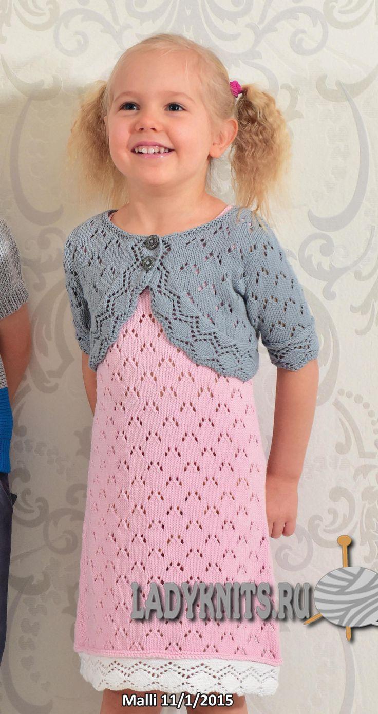 вязаное спицами ажурное платье для девочки