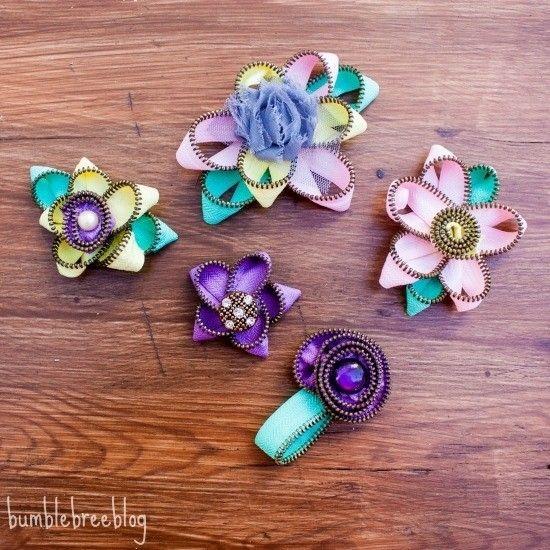 Achei tão fofinhas essas flores de zíper quem já conferiu os posts da semana lá no blog? Passa lá! ;) #inspiração #blog #flores #zíper #ideias #rosa #roxo #verde #euamofazerartesanato #artesanato