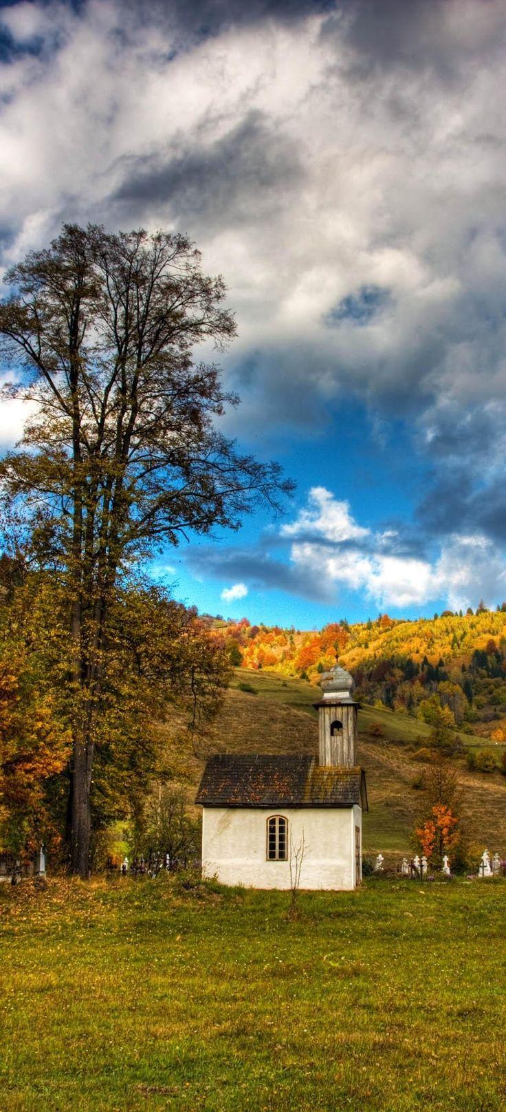 Belle église à Corbu Village, Harghita, Roumanie.  |  Découvrez la Roumanie incroyable à travers 44 photos spectaculaires