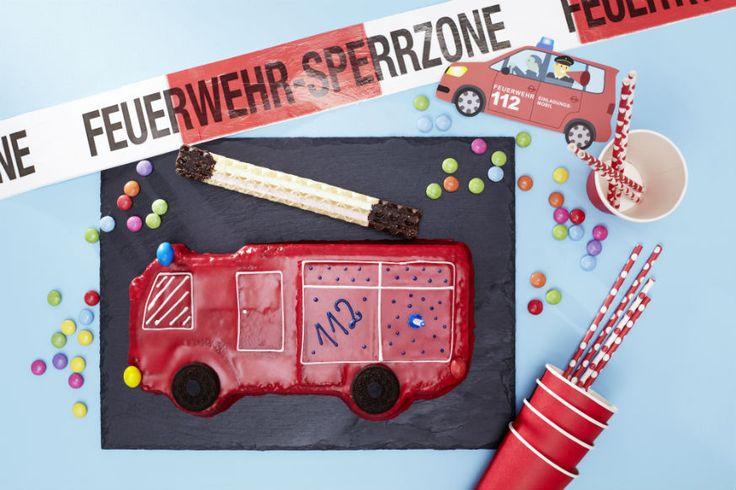 Ein feuerroter Geburtstagskuchen für mutige Feuerwehrmänner.  • Foto & Styling: Thordis Rüggeberg, Foodproduktion: Sarah-Christine Brandt