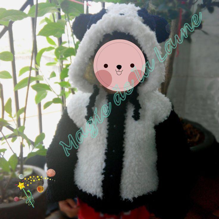 Manteau panda pour enfant aux manches longues, tricoté avec DOUDOU, une laine très douce avec des petits poils. Le kit à tricoter: http://www.magiedelalaine.com/kits-tricot-layette-et-enfant/350-kit-tricot-manteau-panda-enfant.html Le modèle: http://www.magiedelalaine.com/modeles-layette-et-enfant/349-modele-manteau-panda.html