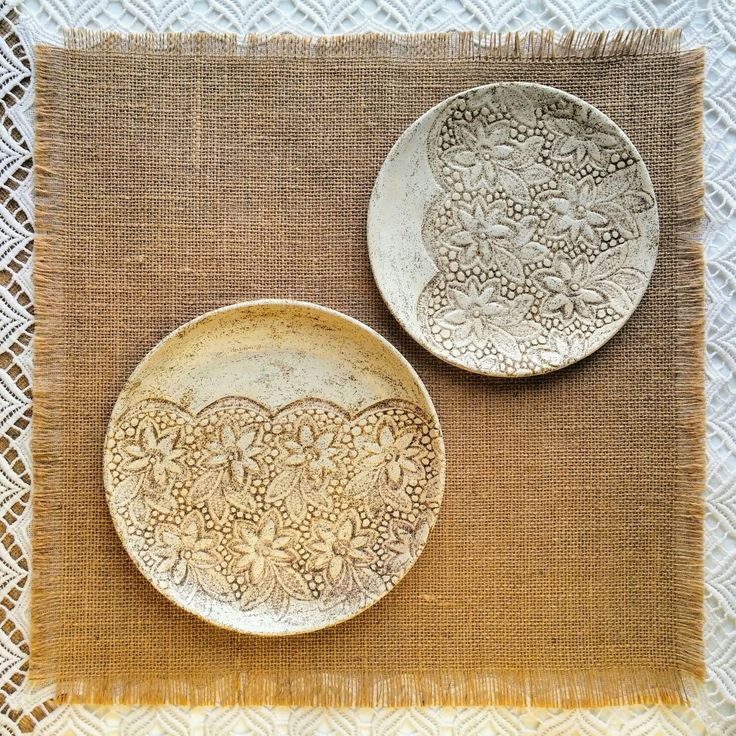 Ceramic plate set for table or for wall decor