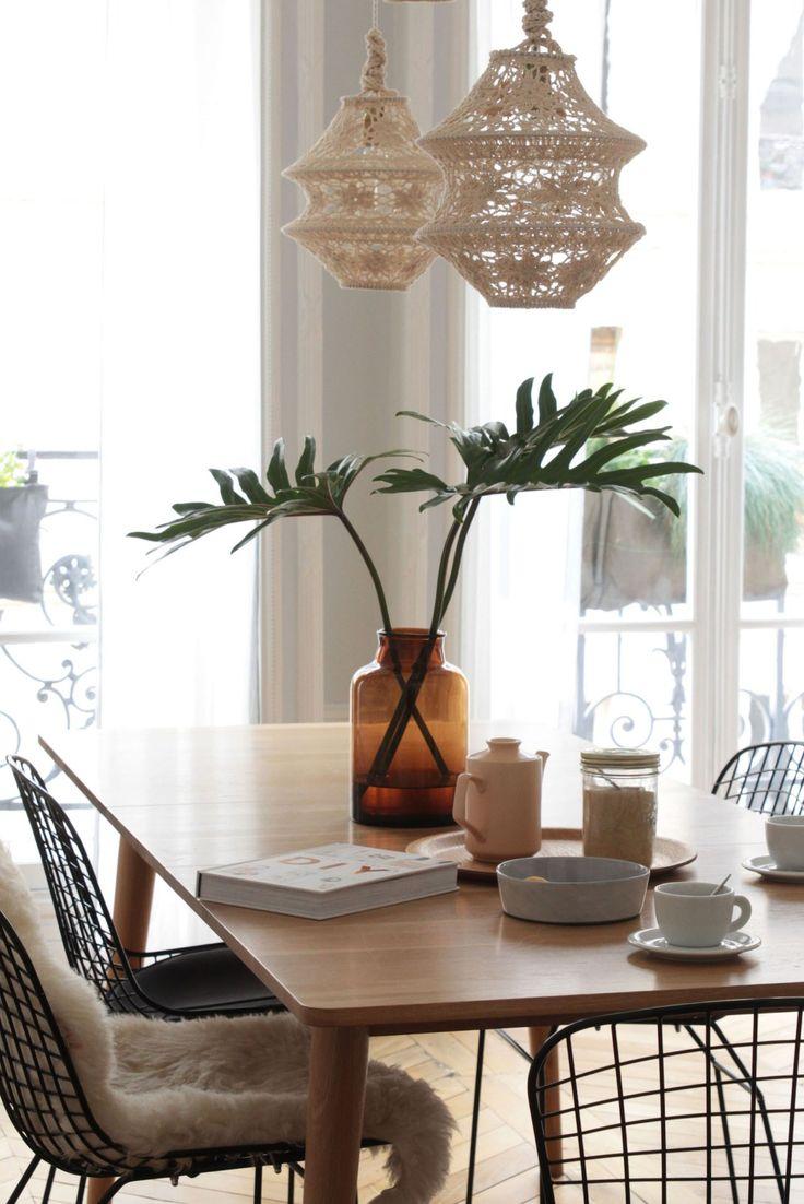 Découvrez le charme très rive gauche de cet appartement au charme parisien de la blogueuse Vanessa Pouzet, passionnée de déco et de DIY.