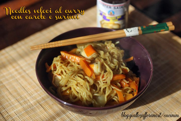 Noodles veloci al curry con carote e surimi: sei di fretta ma non hai voglia di cibo noioso? questi noodles facili e velocissimi fanno per te!