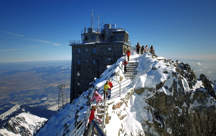 Top of the Lomnicky peak: accommodation and coffee in 2634m