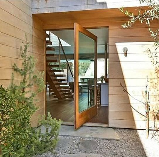 pamela anderson's beach house   Pamela Anderson's Malibu Beach House listing (15)