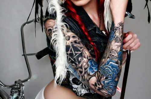 don't like the pentagram, but this is a sick sleeve. love that the only color is blue.