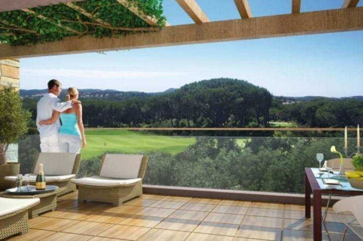 A vendre Saint Raphael, appartement neuf, 2 pièces, 57m2, terrasse 12m2, belle vue dégagée sur le Golf de Valescure. Résidence de standing sécurisée avec piscine privative. Proche des plages de Agay, des commerces et de la gare SNCF.  Livraison 4ème trimestre 2015.