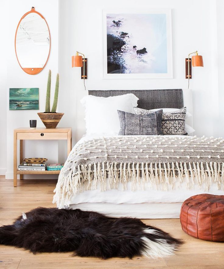 """Another shot from this new vignette @shoppe_by_ai Looks like a real room doesn't it??!! Amazing photo @tessaneustadt"