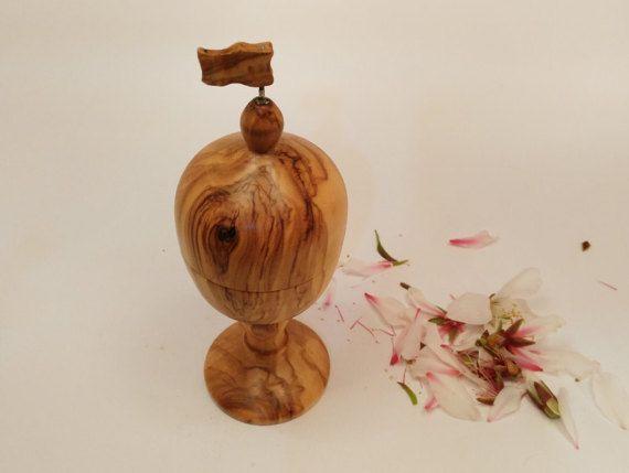 Judaica, art bois petite boîte Havdalah olive bois, art havdalah bessamim judaica, art besamim de judaica, art juif, havdalah dans la sculpture,