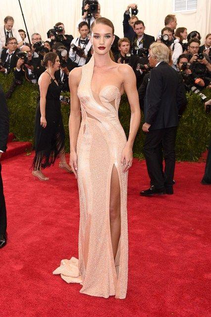 Met Ball 2015: Rosie Huntington-Whiteley wore an Atelier Versace dress. Slaying it!