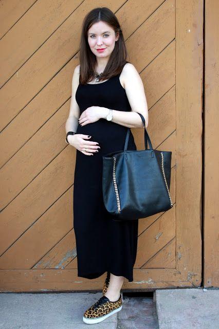 W Swoim Stylu: Czy kobieta w ciąży skazana jest tylko na dresy? A może tak maxi sukienka?