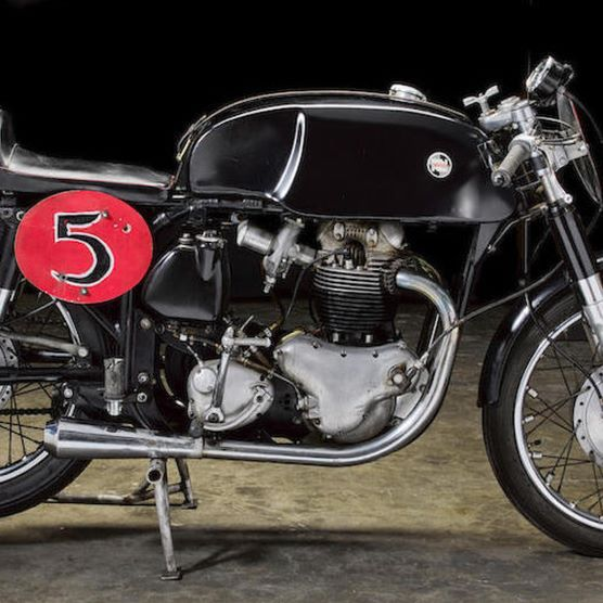 One of Sonny Angel's old race bikes, is up for auction @bonhamsmotoring in Vegas, later this month. This Norton racer is really awesome, and features a featherbed frame and an Atlas motor. I have to admit, I really dig this thing.  #norton #nortonatlas #nortondominator #nortonfeatherbed #sonnyangel #bonhams  via ✨ @padgram ✨(http://dl.padgram.com)