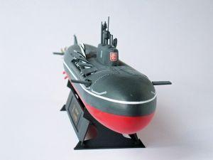 """K-19 - Model rosyjskiego okrętu podwodnego z napędem jądrowym, typu 949A. Okręt zwodowany w 1994 roku, zatonął dnia 12 sierpnia 2000 roku. Model plastikowy, ręcznie złożony i ręcznie pomalowany w skali 1:350.    """"K-141 Kursk"""" (071990) - this is model of russian submarine with nuclear-powered, type of 949A. The ship launched in 1994, sank on 12 August 2000. This is plastic model, hand-glued and hand-painted in 1:350 scale models."""