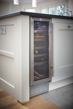 Small wine fridge. My dream u shaped kitchen should definitely have room for this!