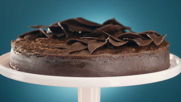 Receita de bolo sem farinha da Rainha da Cocada  O 'bolo melequento' é fofinho e cremoso, tal qual uma mousse