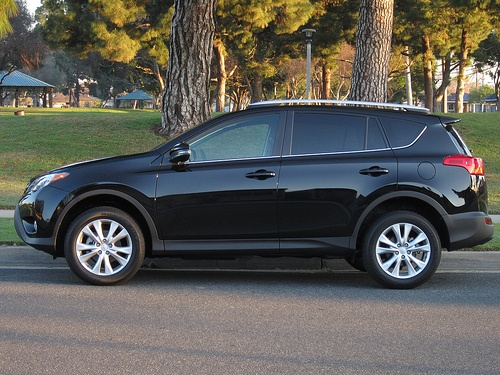 2013 Toyota RAV4 Review by Carrie Kim