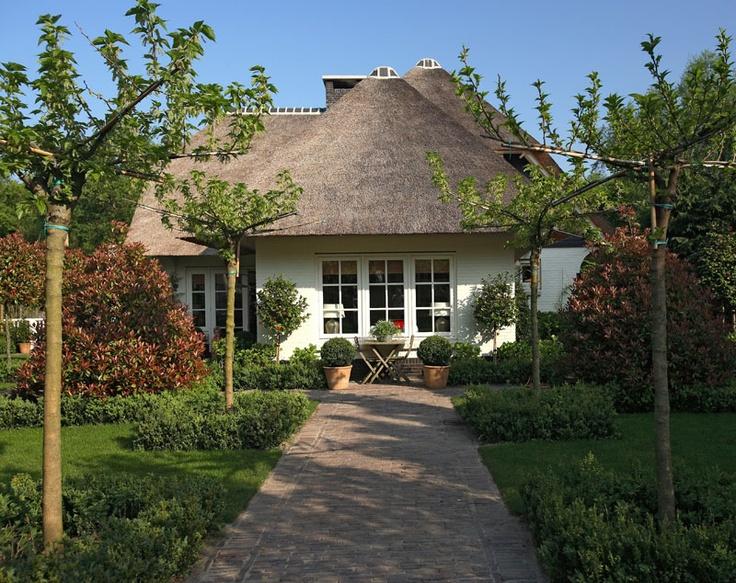 Mooi tuin ontwerp dat past bij de schtitterende villa te Huizen
