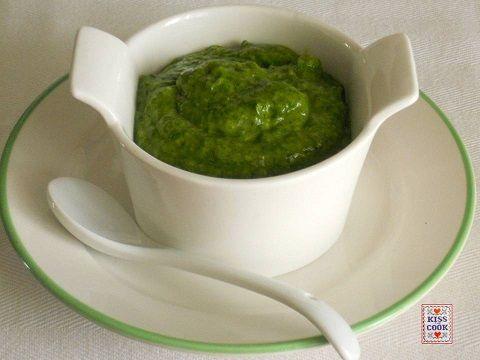 La salsa verde è una conosciutissima salsa della nostra tradizione che si mangia con il bollito, la carne fredda, le uova sode.