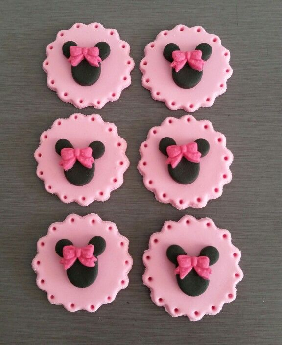 Minnie Mouse Cupcake toppers, Edible fondant Minnie Mouse Decorations