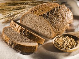 Ben jij glutenintolerant? Duik dan snel de keuken in en maak een heerlijk vers glutenvrij meergranenbrood. Of kies voor een glutenvrij courgettebrood. Gebruik een handige mok als maatbeker. Ingredi�nten 2 mokken boekweitmeel 1 mok ma�smeel 1 mok rijstemeel 1 theelepel zout 3-4 eetlepels plantaardige olie beetje citroensap (optioneel) 2 theelepels (wijnsteen-)bakpoeder 1 theelepel zuiveringszout iets�