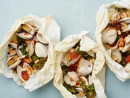 Lock in aromatic flavor and cut down on fat and messy cleanup with these healthy parchment paper meals.