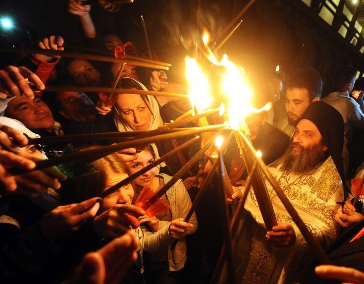 Sucede todos los años en la Pascua Ortodoxa, en el Santo Sepulcro…