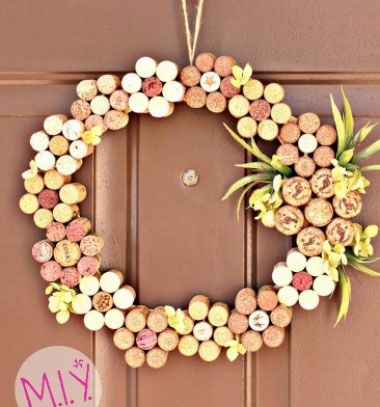 DIY Easy wine cork spring - summer wreath // Nyári virág koszorú parafadugóból egyszerűen // Mindy - craft tutorial collection // #crafts #DIY #craftTutorial #tutorial #easter #easterCrafts #DIYEaster