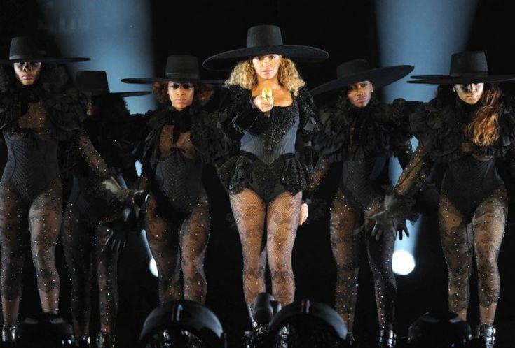 "Performance de abertura da turnê ""Formation"", de Beyoncé, no Qualcomm Stadium, na Califórnia. Crédito: 12-6-2016. Frank Micelotta/Invision for Parkwood Entertainment/AP Images"