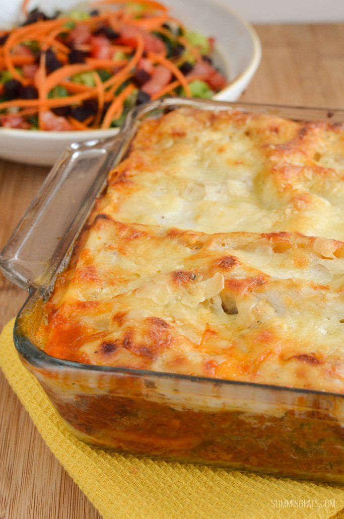 Low Syn Beef Lasagne - the best Slimming World lasagne you will ever taste, with a proper white sauce, rich meat sauce and cheesy goodness.