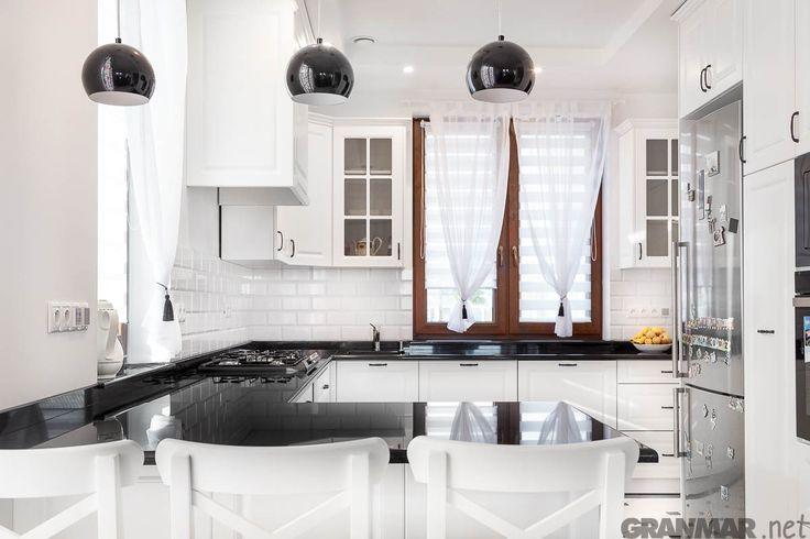 Całość kuchni z wykonanym przez nas blatem z #granit #Nero #Assoluto