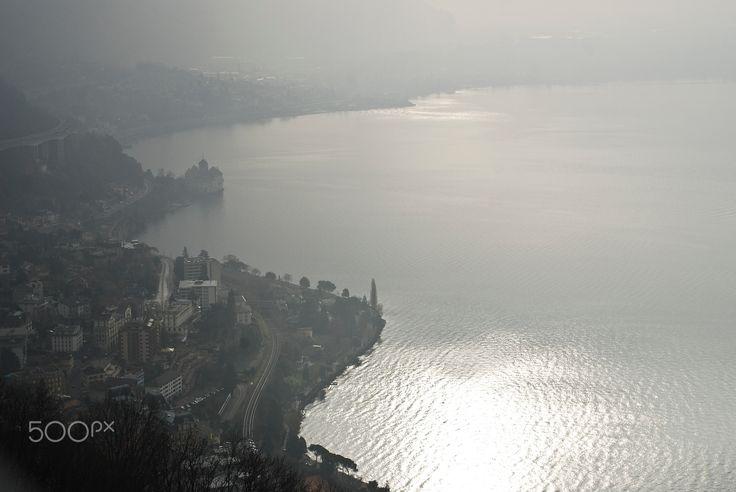 Montreux, château Chillon suisse - Vue sur Montreux et le château de Chillon suisse