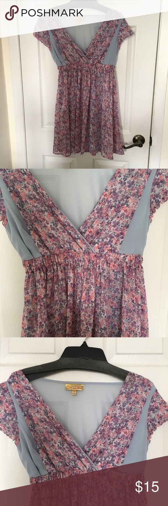 Floral V-neck Swing Dress (Princess 👑 Vera Wang) Princess Vera Wang -juniors sizing -size small -Perfect for Valentine's Day or Spring -Never worn before Princess Vera Wang Dresses
