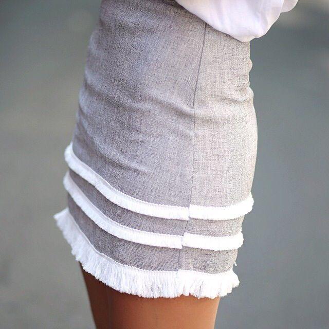 petite jupe sans trop de flafla, avec sa propre touche d'originalitee