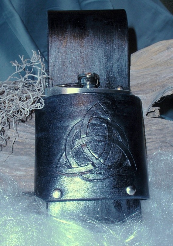 Celtic knot leather flask holderLeather Flasks, Knots Leather, Celtic Knots, Flasks Holders