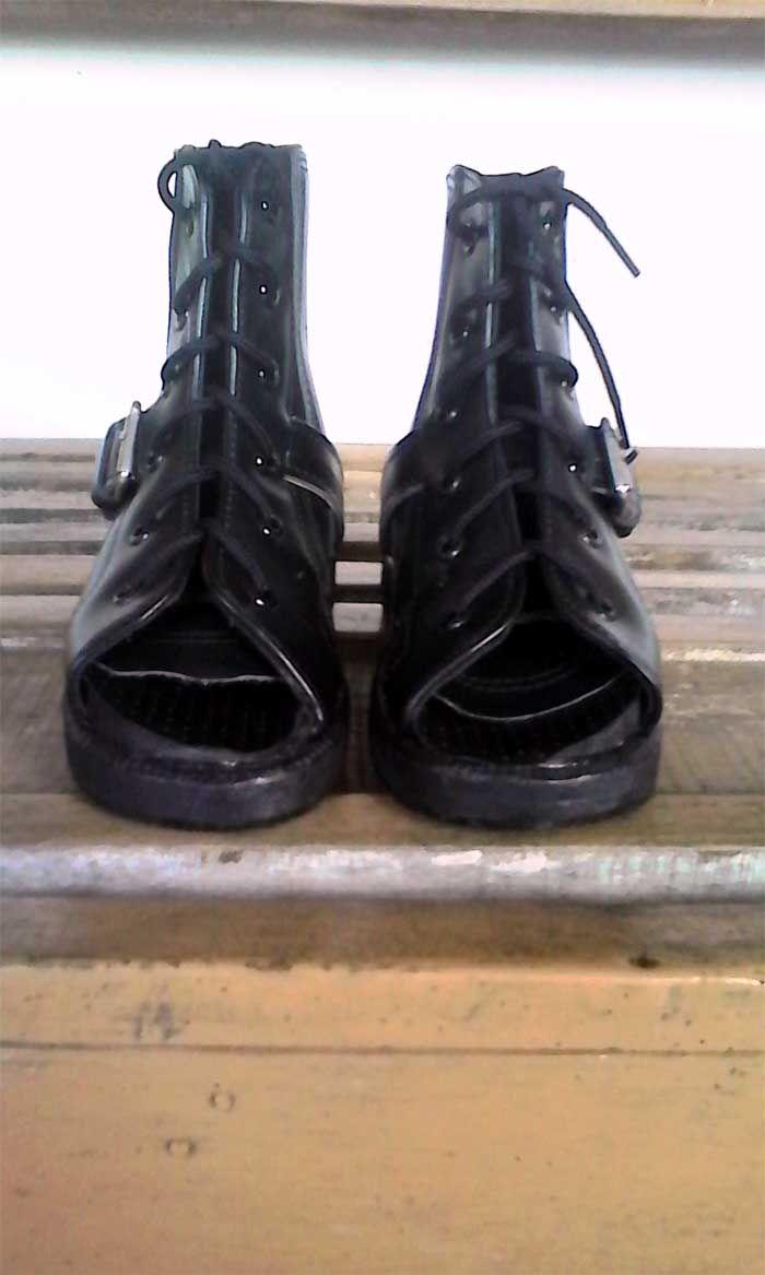 sepatu ortopedi digunakan untuk mengkoreksi kelainan pada telapak kaki saat anak sudah mulai belajar berjalan, Fungsi sepatu ortopedi yaitu untuk mengkoreksi kelainan pada telapak kaki seperti flatfoot, clubfoot, ctev, ankle valgus maupun varus.. #nasywamedika Nasywa Medika