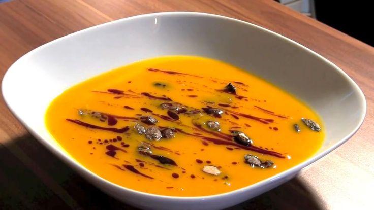 Dýňová polévka Hokaido je v České republice velice oblíbenou polévkou už kvůli tomu, že dýni Hokaido si může každý na své zahrádce jednoduše vypěstovat. Pojďme si dnes jednu výtečnou podzimní polévku Hokaido uvařit!