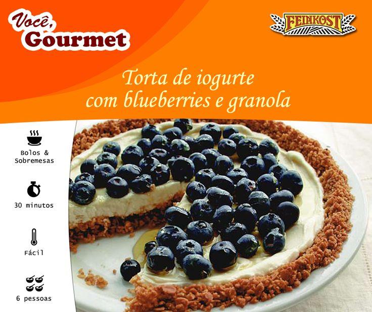 Essa receita pega emprestado os principais componentes de um saudável café da manhã (granola, frutas e iogurte) e os transforma em uma deliciosa sobremesa.