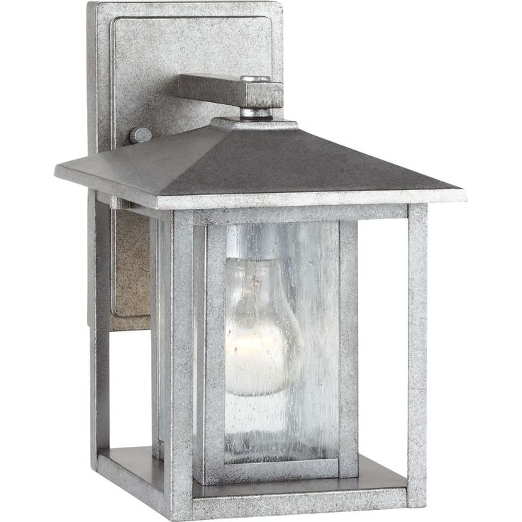 A bit of Shaker minimalism mixed with Arts and Crafts styling defines the transitional Hunnington outdoor fixture. Equally at home in the city or the country, this timeless style will enhance the appearance of a home's entrance.