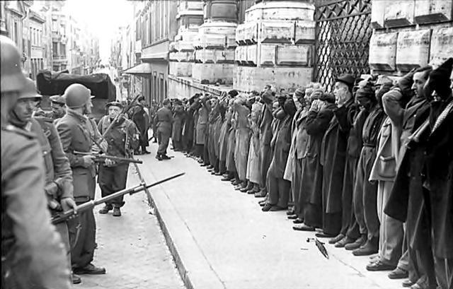 Op 25 september 1943 werd Süskind gearresteerd door illegaal werk. Na 3 dagen mocht hij terug naar huis. In de nacht van 28 op 29 september werd familie Süskind gedeporteerd naar Westerbork.