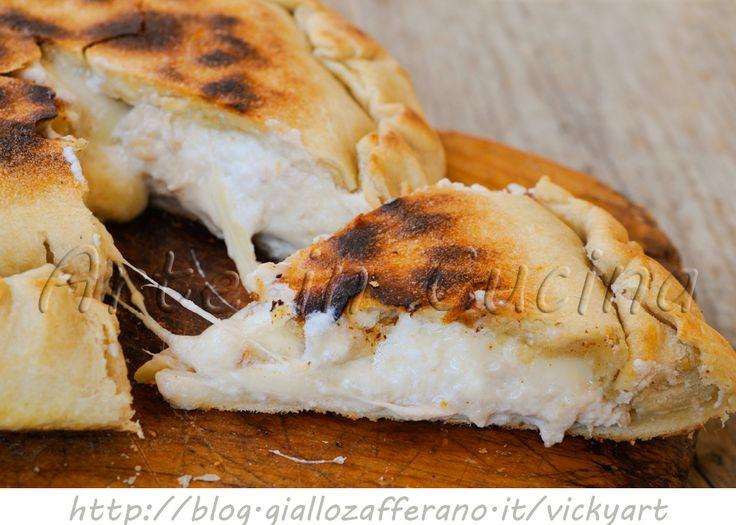 Focaccia al tonno e ricotta in padella ricetta veloce, piatto unico per pranzo da asporto, cena, antipasto, idea semplice,sfiziosa, sfoglia veloce, senza burro, olio
