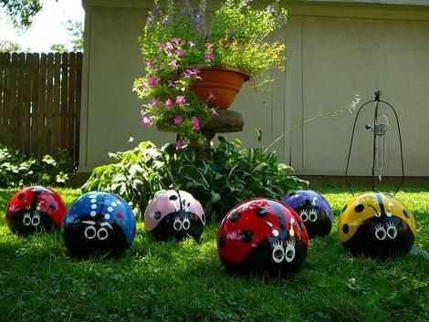 ladybug-bowling-balls2, this will get the neighbors to look !!! Gonna start looking for random bowling balls to paint!!!!