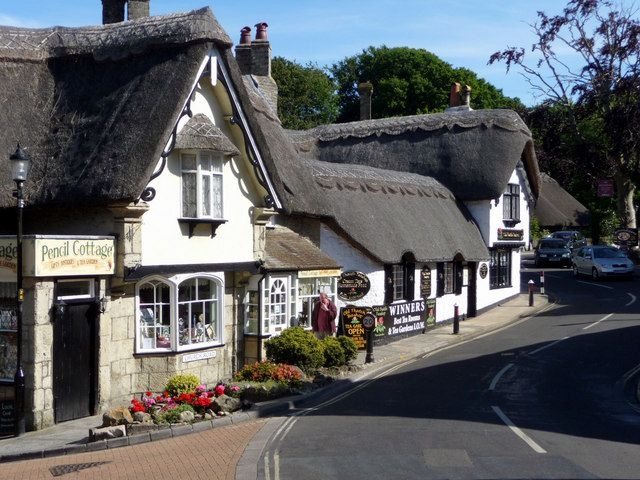 Pencil Cottage and The Old Thatch Tea Room, Shanklin, Isle of Wight by Christine Matthews, via Geograph