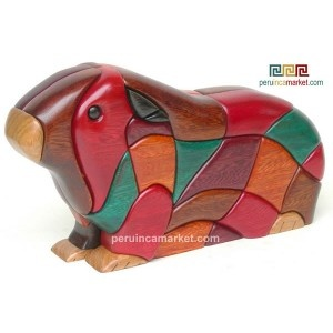 Wooden sculpture - statue Guinea Pig handcarved from ishpingo Amazon wood. Peruvian artwork. US $ 78.00 free shipping from peruincamarket