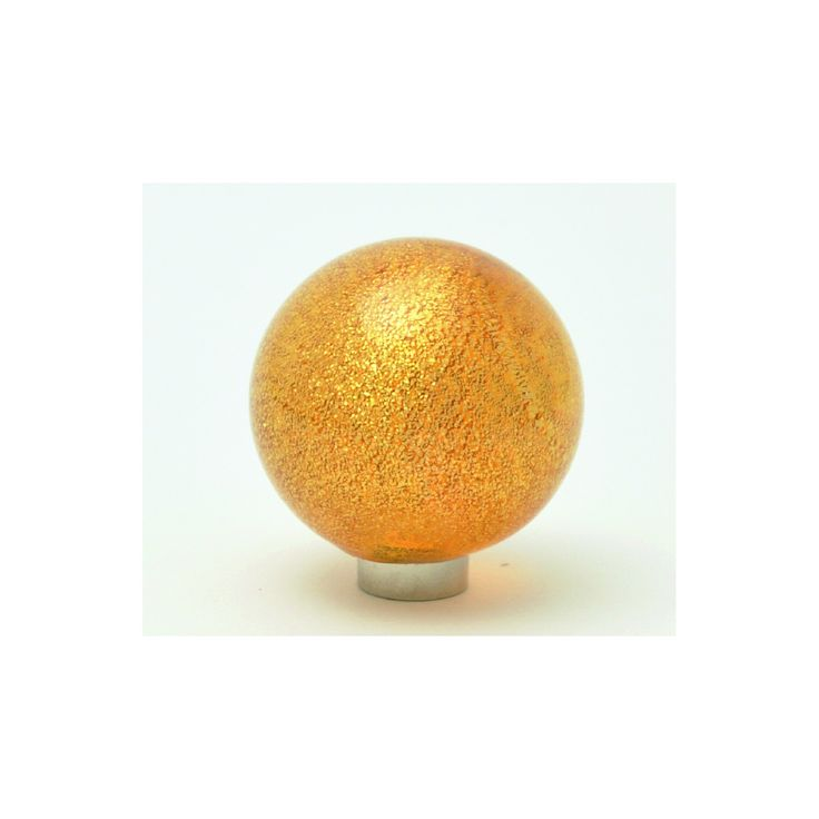 SFERA FOGLIA ORO 1551Murano glass knob available in topaz gold leaf.Measures available : - Ø 30 mm - Ø 40 mm - Ø 50 mm Finishes base:- nickel satin