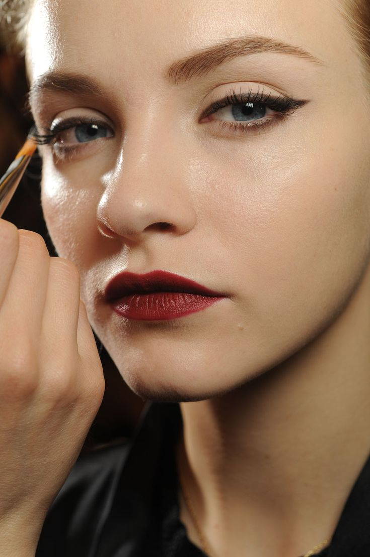 7 New Makeup Techniques To Try Today - Daily Makeover--This look is just so cool!