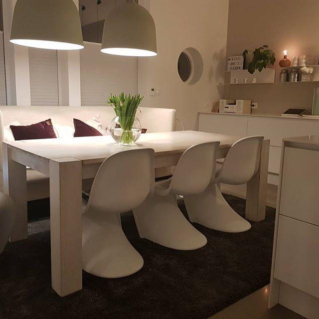 ❤Fredager❤ #dininroom#spisestue#spisestuesofa#panton#kitchendesign#kitchen#tulipaner#kjøkken#