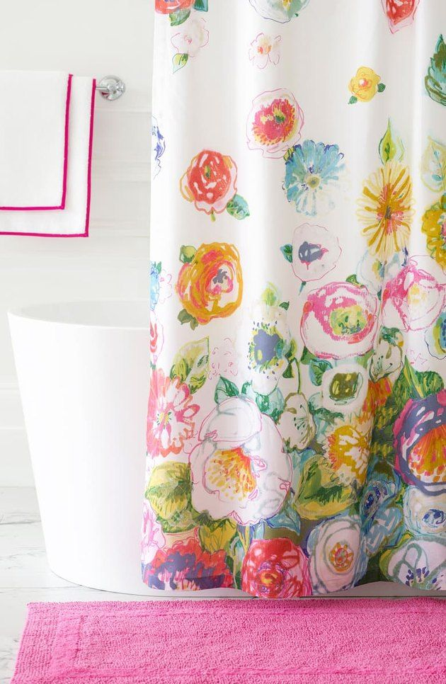 9 Shower Curtain Ideas To Maximize A Small Bathroom In 2020 Cool