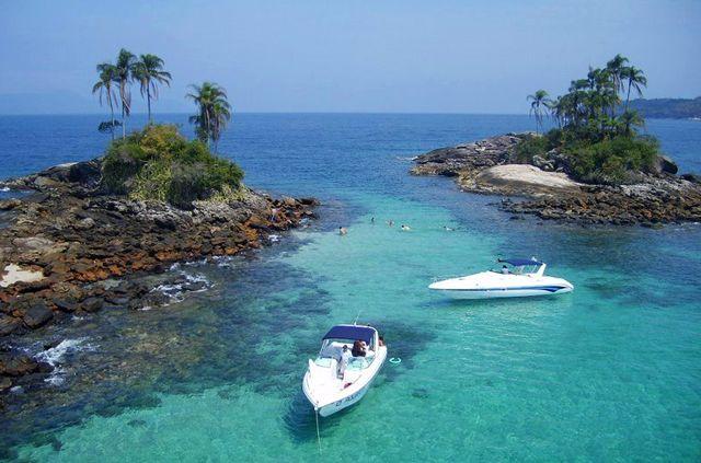 Angra dos Reis – RJ - Brasil  A famosa Angra dos Reis abriga mais de 300 ilhas e é um dos locais mais procurados por casais que desejam passar sua lua de mel em um dos lugares mais românticos do país.